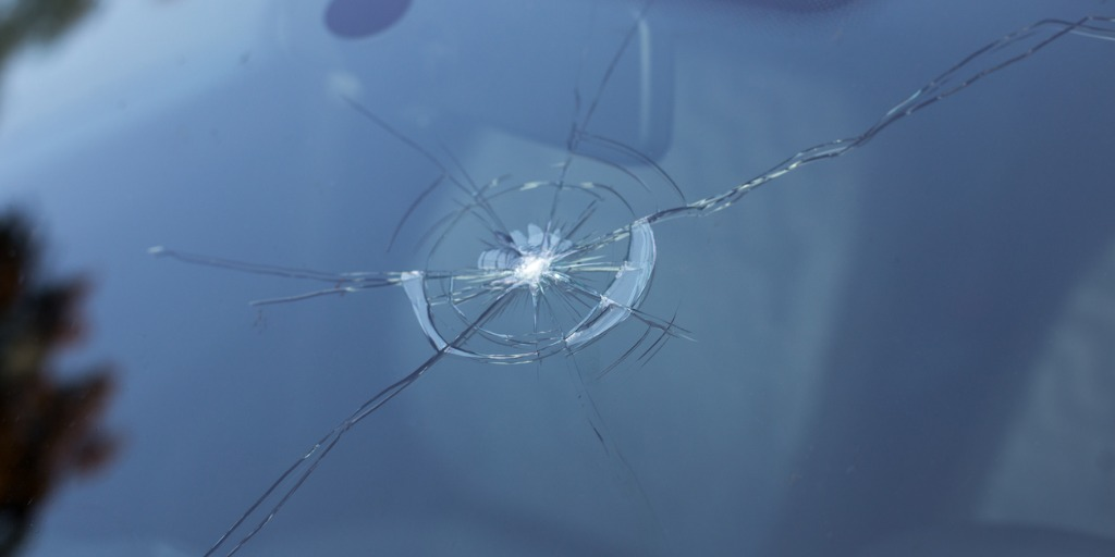 smashed-windscreen-picture-id481846988